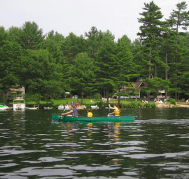 A picture of Swanky Lake in the summer time
